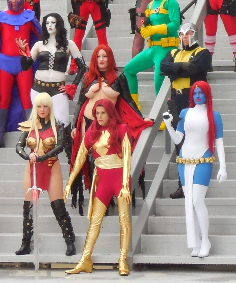 MARVEL X-MEN photo op close-up Boobage alert!  Jean Grey is majorly distracting.